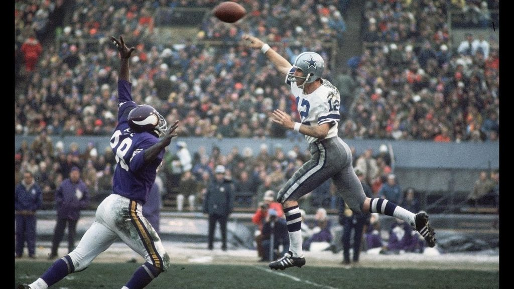 Photo: Roger Staubach - Cowboys vs Vikings, 1975 Playoff