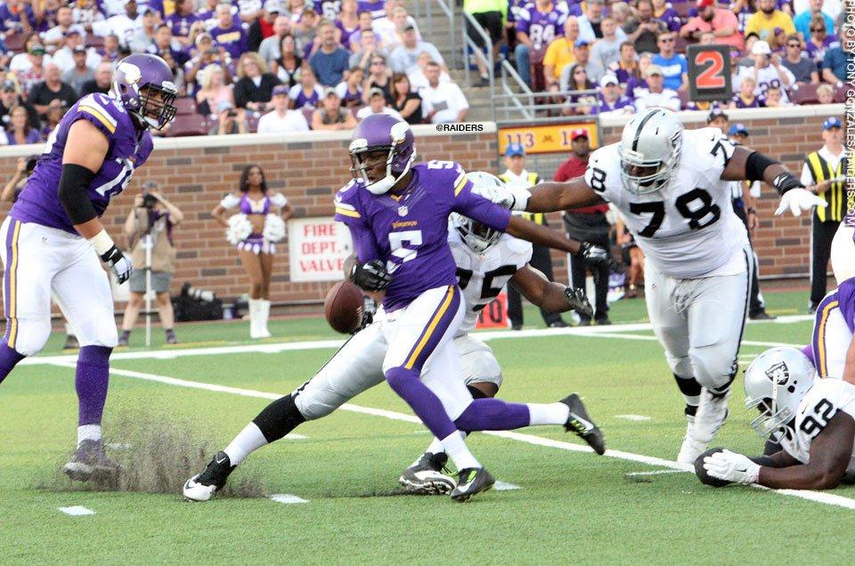 Teddy Bridgewater Fumble vs Raiders